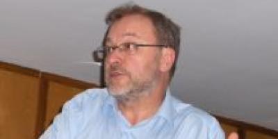Dr. Capdevila exponiendo caso clínico 10-07-08