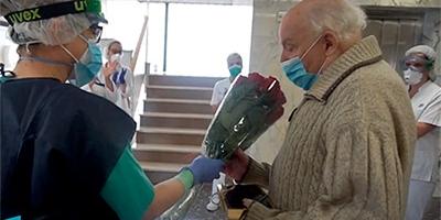 Acomiadem emocionats en Mario, que és l'alta número 100 de pacients de la COVID-19