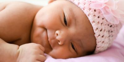 bebe somriure